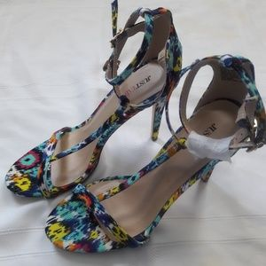 NWOT JustFab  Floral Strappy Sandals Sz. 10